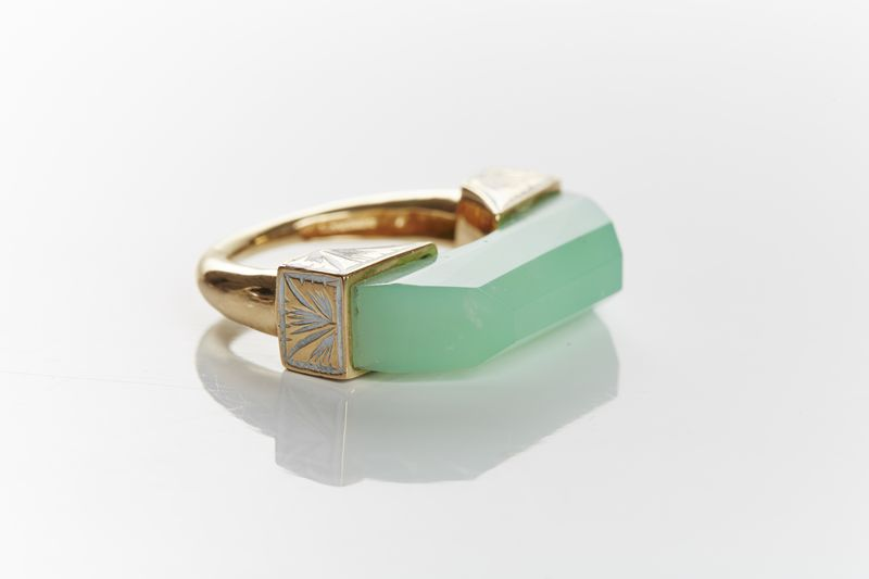 Neverending Thin Ring designed by Jade Jagger availabl on 1stdibs.com. 13.27 ct Chrysophase.