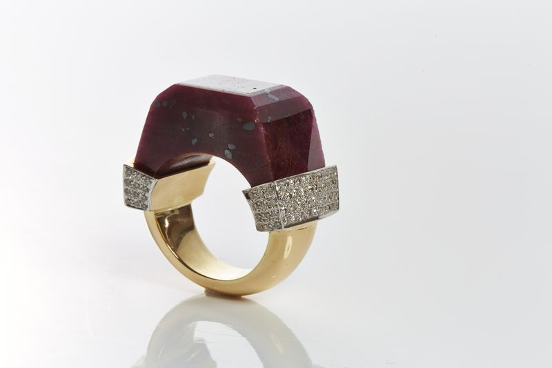 Neverending Ring designed by Jade Jagger available on 1stdibs.com. Ruby and Diamond Pave. 18k Gold. 67.34 ct Ruby. 0.45 ct Diamond. -�3,400_ii